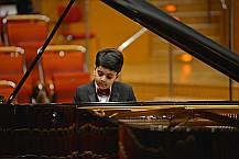 Pianist-1-DimitryIshkanov_hv08-viertel